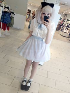 My Alice outfit for the Wonderland picnic, I really want to dress up as the white rabbit next year. Kawaii Fashion, Cute Fashion, Look Fashion, Fashion Outfits, Dolly Fashion, Lolita Fashion, Ulzzang Fashion, Ulzzang Girl, Japanese Fashion