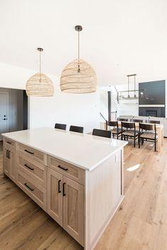 Kitchen Dinning, New Kitchen, Kitchen Decor, Kitchen Design, Kitchen Ideas, Kitchen Island, Cottage Kitchens, Modern Farmhouse Kitchens, Home Kitchens