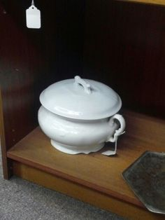 Antique floral ironstone chamber pot with lid chamber - Pot de chambre antique ...
