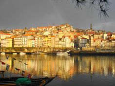 http://upload.wikimedia.org/wikipedia/commons/4/4d/Ribeira_do_porto.jpg