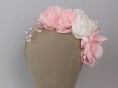 Ślubna opaska do włosów z kwiatami, wykonana ręcznie.  Madame Allure - ślubne ozdoby i dekoracje weselne.  #opaska #ślub #pannamłoda