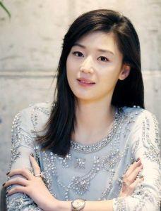 Jhun Ji-hyun Hairstyle, Makeup, Dresses, Shoes, and Perfume - http://www.celebhairdo.com/jhun-ji-hyun-hairstyle-makeup-dresses-shoes-and-perfume/