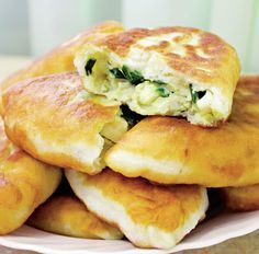 "Plăcinte la tigaie, which means ""pan-fried pie,"" is basically a Romanian empanada. It can be filled with just about anything you want, whether sweet or savory. Halloumi Burger, Romania Food, Eastern European Recipes, Great Recipes, Favorite Recipes, Good Food, Yummy Food, Churros, Easy Chicken Recipes"