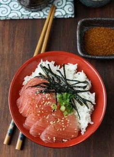 """ Maguro-Don "" is a bowl cuisine that has "" slice of tuna "" and "" Several Condiments "" over the venegared rice. #Japan"