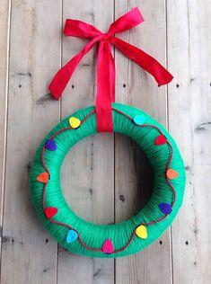 Felt Wreath, Wreath Crafts, Diy Wreath, Christmas Projects, Holiday Crafts, Christmas Holidays, Holiday Wreaths, Christmas Decorations, Christmas Ornaments