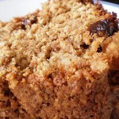 Receita de Bolo Integral de Maçã com Aveia e Granola - 4 maçãs lavadas e cortadas em cubos médios, 2 xícaras de aveia em flocos finos, 1/2 xícara de granola...