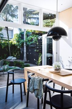 After retreating to the 'burbs with young children, a couple return to Sydney's Paddington with grown-up kids and reap the benefits of downsizing