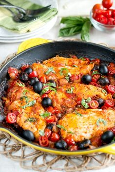 One Skillet Chicken Puttanesca. Easy and healthy one skillet Mediterranean meal that cooks in 30 minutes in just ONE pan. #CalOlivesMedRecipe | www.deliciousmeet... | #delicious #deliciousmeetshealthy #paleo #glutenfree #healthy