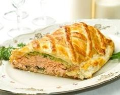Salmon Wellington with a Spinach Duxelle and Dill Cream Sauce Salmon Wellington Recipe, Wellington Food, Fish Recipes, Seafood Recipes, Dinner Recipes, Cooking Recipes, Gluten Free Puff Pastry, Puff Pastry Recipes, Recipes