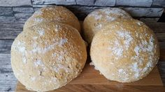 Ranteita myöjen taikinasa: Kuohkeat leipäset Bread Rolls, Bread Baking, Bread Recipes, Food Inspiration, Hamburger, Food And Drink, Koti, Breads, Cupcakes