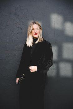 A case for Velvet – Style Memos Photoshoot Inspiration, Hair Inspiration, Winter Mode, Velvet Fashion, Estilo Boho, How To Pose, Facon, Hair Today, Cool Hairstyles