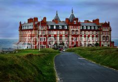 The Headland Hotel, Newquay Cornwall. From the movie The Witches. Newquay Cornwall, Devon And Cornwall, Headland Hotel Newquay, Beautiful Places To Visit, Places To See, Great Britan, England And Scotland, Great Hotel, British Isles