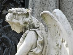 15714459-old-statue-of-the-sad-guardian-angel-mourning.jpg (450×338)
