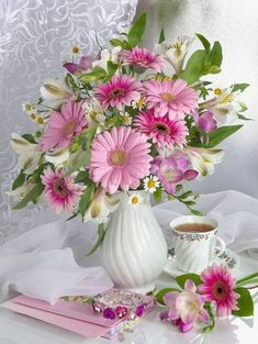 (Russia) Bouquet in vase by Marianna Lokshina.