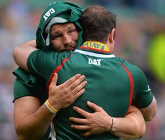 Leicester Tigers Martin Castrogiovanni embraces Geordan Murphy at the full-time whistle