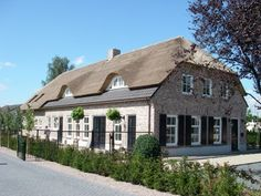 D House, House Roof, Different House Styles, Home Focus, Dutch House, Barn Renovation, Stucco Homes, Thatched Roof, Nordic Home