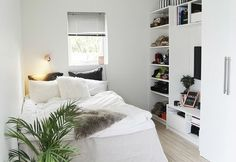 These design ideas for small bedrooms can help you meet the challenge with ease and style. Check out the list of 52 small bedroom decorating ideas. Dream Bedroom, Home Decor Bedroom, Bedroom Inspo, Bedroom Plants, Bedroom Inspiration, Small White Bedrooms, White Rooms, Large Bedroom, Estilo Interior