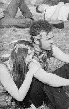 1969 woodstock Woodstock Hippies, Woodstock Music, Woodstock Festival, 1969 Woodstock, Hippie Couple, Hippie Love, Hippie Style, Hippie Vibes, Hippie Bohemian