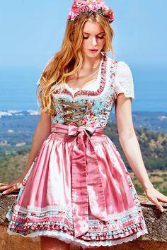 """Krüger Madl beschert uns das zauberhafte Mini Dirndl """"Vintage Rose"""" in einer mädchenhaften Farbkombination aus Rosa und Türkis."""