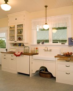 Good layout for sink, dish washer and upper glass cabinet. Not planning to go with farm sink,though.