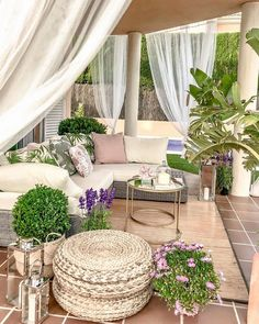 This patio furniture redo is a very inspirational and fantastic idea Outdoor Rooms, Outdoor Living, Outdoor Decor, Outdoor Seating, Backyard Patio Designs, Patio Ideas, Backyard Ideas, Patio Furniture Sets, Furniture Redo