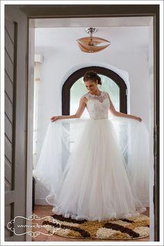 Fotograf nunta Lace Wedding, Wedding Dresses, One Shoulder Wedding Dress, Fashion, Bride Dresses, Moda, Bridal Gowns, Wedding Dressses, La Mode