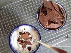 """Deze heerlijke speculaas knappertjes zijn ontstaan uit diverse varianten op het thema """"crackers en koekjes"""" en zijn geschikt als koekje of over de yoghurt."""