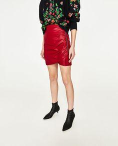 Image 3 de MINI JUPE EN SIMILI CUIR de Zara
