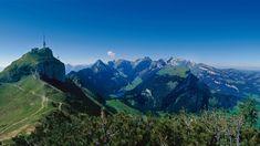Der spektakuläre Höhenweg vom Hohen Kasten über die Staubern bis zur Bollenwees ist das Herzstück dieser Wanderung. Die Ausblicke ins Alpsteingebirge und ins Rheintal sind schlicht grandios. Informationstafeln geben über die geologische Entwicklung des Alpsteins Auskunft.