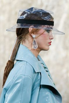 Chanel Spring 2018 Ready-to-Wear Accessories Photos - Vogue