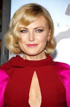 Malin Akerman shows off her loose blonde curls, cateye liner, and pink lips      *Easy Ways to Marilyn Monroe-ize for Spring   http://nubry.com/2012/03/easy-ways-to-marilyn-monroe-ize-for-spring/