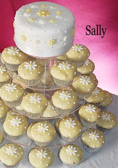 Please be sure to see these yummy wedding cupcakes. And use code Pin60 for 10% off wedding items at www.CreativeWeddingStyle.com