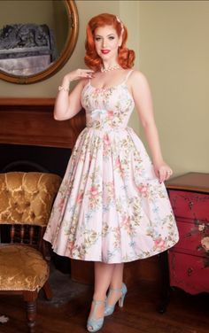 Just a wonderfully feminine look. Rockabilly Mode, Rockabilly Fashion, 1950s Fashion, Vintage Fashion, Classy Fashion, Lolita Fashion, Petite Fashion, French Fashion, Hijab Fashion