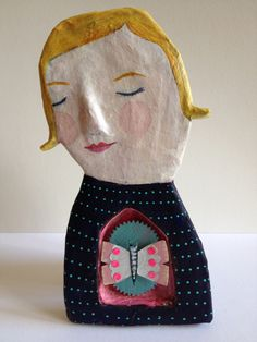 contented heart paper mache girl - put a heart on her and put pics of loved ones Paper Mache Crafts For Kids, Arts And Crafts Projects, Diy And Crafts, Plate Crafts, Paper Mache Clay, Paper Mache Sculpture, Cardboard Art, Paperclay, Paper Hearts