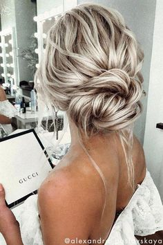 17 Chic Simple Formal Hairstyles Chignons For Elegant Brides Easy Smooth Low Chignon Hairstyle Tutorial - Weddings Prom . Quick and easy tutorial on how to create this beautiful smooth low chignon hairstyle! Great for medium to long Nurse Hairstyles, Chic Hairstyles, Wedding Hairstyles For Long Hair, Bride Hairstyles, Homecoming Hairstyles, Summer Hairstyles, Bridesmaid Hairstyles, Up Do Easy Hairstyles, Quinceanera Hairstyles