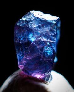 写真の説明はありません。 Minerals And Gemstones, Crystals Minerals, Rocks And Minerals, Stones And Crystals, Gem Diamonds, Quartz Geode, Crystal Magic, Mineral Stone, Rocks And Gems