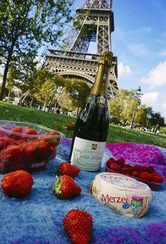 Perfect picnic in #Paris