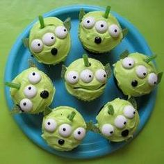 little green men cupcakes