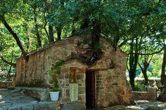 Этот храм, возведенный в Х веке в честь Святой Феодоры, вызывает восхищение у паломников, но и много вопросов....