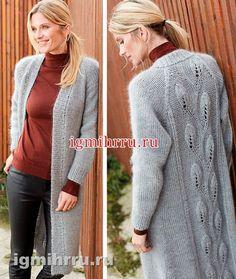 Серое теплое пальто с узорчатой спинкой. Вязание спицами