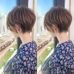 画像に含まれている可能性があるもの:1人以上、空、屋外 Pin On, About Hair, Portraits, Hairstyles Haircuts, My Hair, Short Hair Styles, Hair Makeup, Hair Cuts, Hair Color