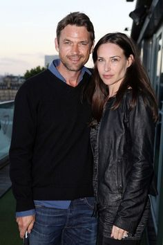 Dougray Scott Photos - Dougray Scott and wife Claire Forlani attend his charity golf event 'Leuka Mini Masters' held on the roof of the Mayfair Hotel. - Dougray Scott and Claire Forlandi at the Mayfair Hotel Dougray Scott, Claire Forlani, Famous Couples, Cute Gif, Celebrity Couples, Hollywood Actresses, Beautiful People, Celebs, Actors