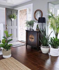 Good morning, come on in! 🌿▪️🔘▪️🌿 Swipe left to see more pictures of this beautiful home. Mention this to a friend who you think migh… - Decoration For Home Home Living Room, Interior Design Living Room, Living Room Designs, Living Room Decor, Interior Decorating, Decorating Ideas, Dining Room, Flur Design, Home Design