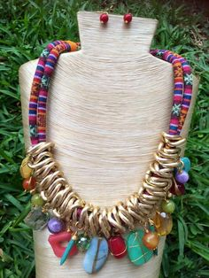 Collar de piedras naturales, cadena de aluminio y cordon textil