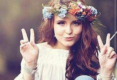 Larissa Manoela , 15 anos , uma menina doce,inteligente,meiga,carinhosa,linda,uma musa inspiradora para muitas meninas.Larissa Manoela começou sua carreira com 4 anos e foi seguindo sua carreira e conquistando mais fãs ao longo de sua carreira