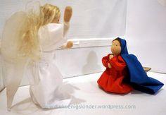 """Maria fragt den Engel: """"Wie soll das geschehen?"""" Der Engel antwortet: """"Der Geist Gottes wird über dich kommen. Für Gott ist nichts unmöglich. Sogar deine Kusine Elisabeth, die keine Kinder bekommen..."""