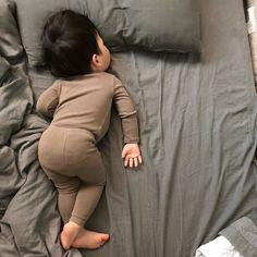 Dad Baby, Cute Baby Boy, Cute Little Baby, Mom And Baby, Little Babies, Cute Kids, Cute Asian Babies, Korean Babies, Asian Kids
