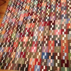 """klein meisje quilts: what a wonderful scrap quilt. Cutting: Darks, two 2 1/2 inch squares and two 1 1/2 by 2 1/2 inch rectangles. Lights, two 1 1/2 inch by 2 1/2 inch rectangles Blocks finish at 4"""".."""