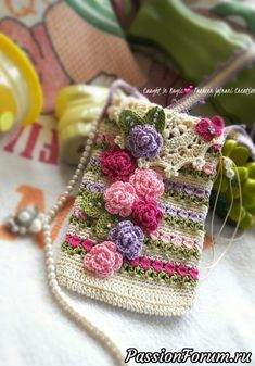 How to Crochet Mobile Cell Phone Pouch for iPhone Samsung - Crochet Ideas Crochet Phone Cover, Crochet Case, Thread Crochet, Crochet Gifts, Diy Crochet, Crochet Handbags, Crochet Purses, Crochet Flower Patterns, Crochet Flowers