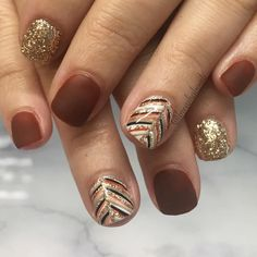 The best nail trends for the cute autumn manicure Cute Thanksgiving Nail Color Design! The best nail trends for the cute autumn manicure Cute Thanksgiving Nail Color Design! Thanksgiving Nail Designs, Thanksgiving Nails, Thanksgiving Cupcakes, Thanksgiving Activities, Thanksgiving Turkey, Fall Nail Art Designs, Colorful Nail Designs, Striped Nail Designs, Accent Nail Designs